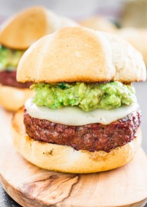 guacamole-burger-aka-the-beast