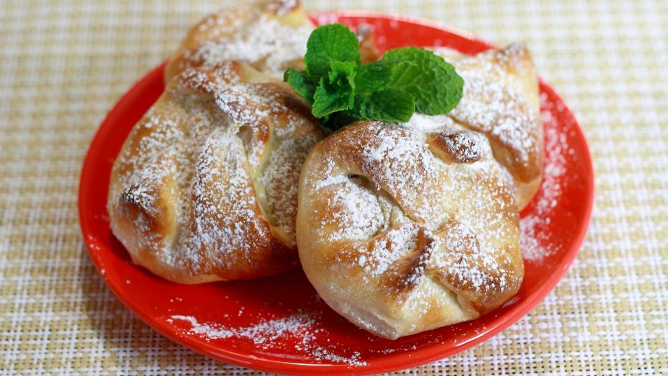 Sweet Cheese and Raisin Pastries (Poale-n brau)
