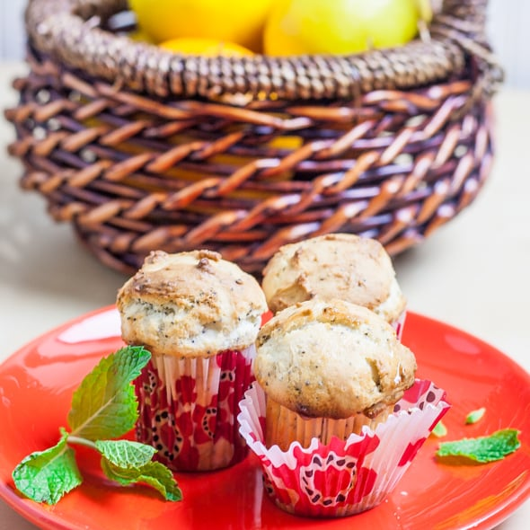 Lemon Poppy Seed Muffins - What's the easiest thing to make when you have a sweet tooth? Well for me it's either muffins or cookies, like these lemon poppy seed muffins.