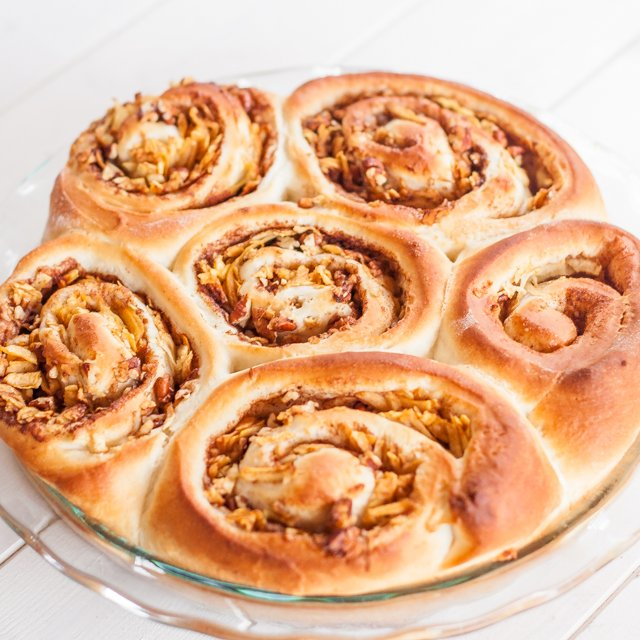 apple-and-pecan-cinnamon-rolls-1-2