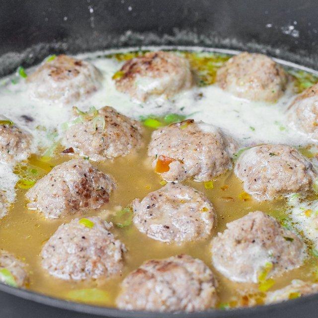 Meatballs in Beer Sauce with Leeks cooking