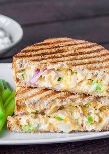 BUFFALO-CHICKEN-AND-GRILLED-CHEESE-SANDWICH-1