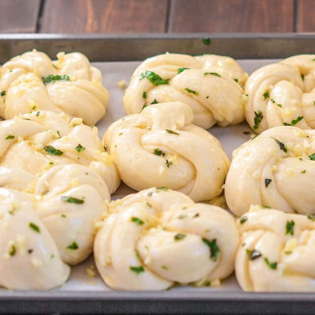 garlic-basil-knots-4
