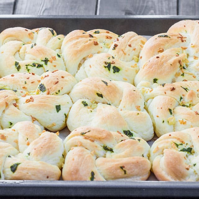 garlic-basil-knots-5