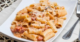 rigatoni in blush sauce with chicken and bacon-1-3