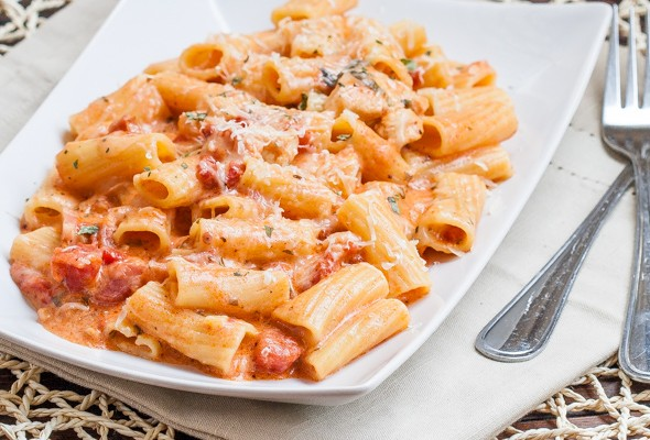 rigatoni-in-blush-sauce-with-chicken-and-bacon-1-3