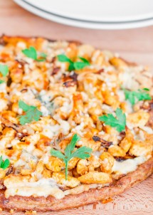 buffalo-chicken-pizza-on-cauliflower-crust