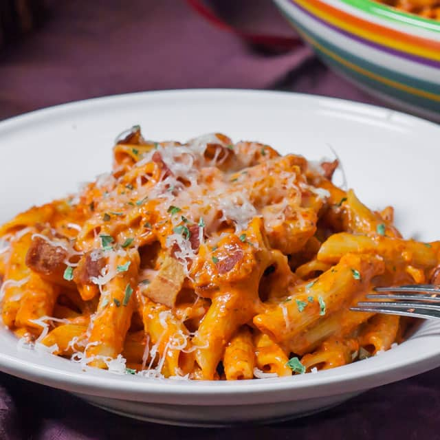Roasted Red Pepper and Pecan Pesto Penne – a delicious pesto sauce ...