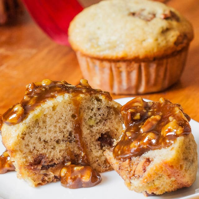 banana-chocolate-peanut-butter-muffins-with-praline-sauce-2