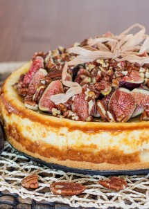 fig cheesecake with pecans and honey-1-2