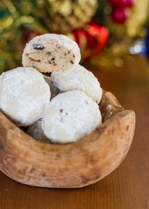 chocolate-and-pecans-snowballs-1