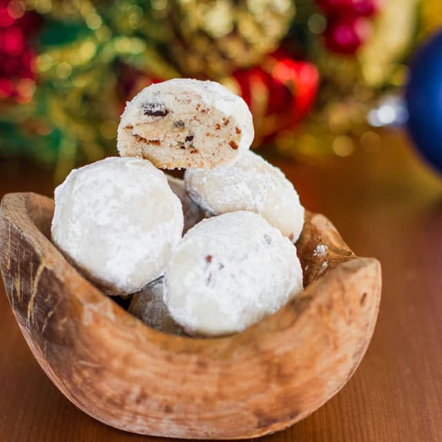 chocolate-pecan-snowballs