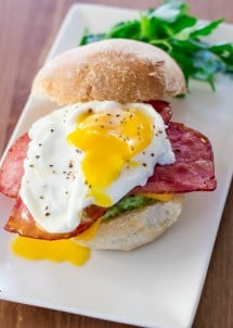 breakfast-sandwiches-with-smashed-avocado-1-2