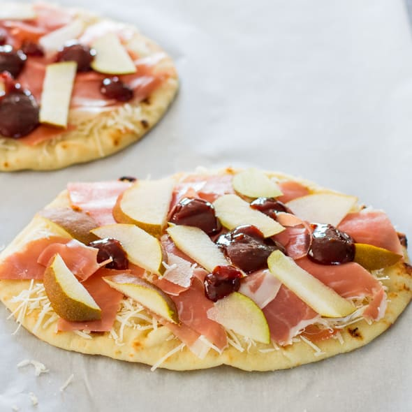 pear-prosciutto-and-arugula-flatbreads-1-6