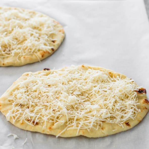 Prosciutto Arugula Flatbread Pear-prosciutto-and-arugula