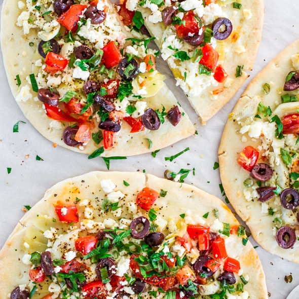 These Greek Flatbreads are easy, they're quick, healthy and oh so delicious. Perfect for a summer lunch or even a snack when you've got the munchies.