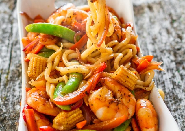 spicy-black-pepper-shrimp-udon-noodles-1