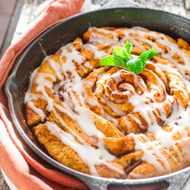 giant-skillet-cinnamon-rolls-with-caramelized-pears