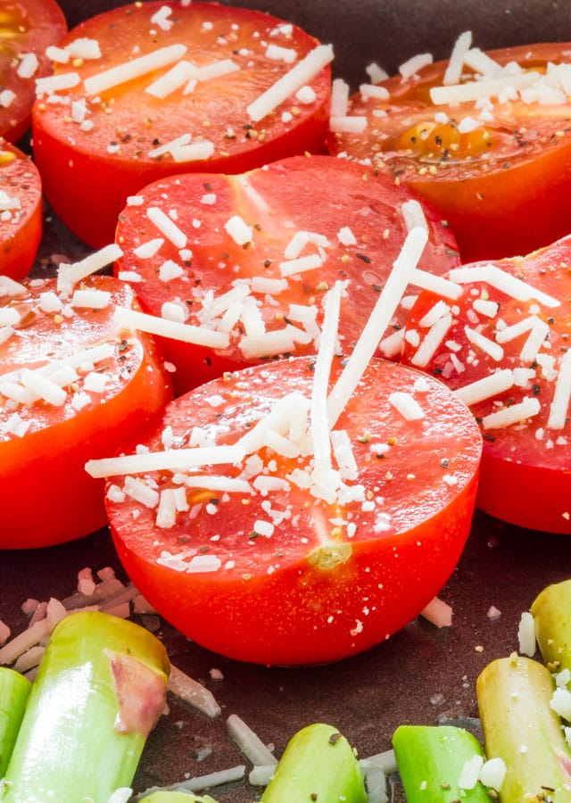 Uncooked tomatoes and aspargus