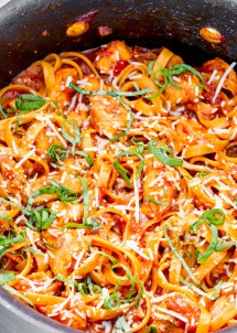 one-pot-chicken-fettuccine-arrabiata