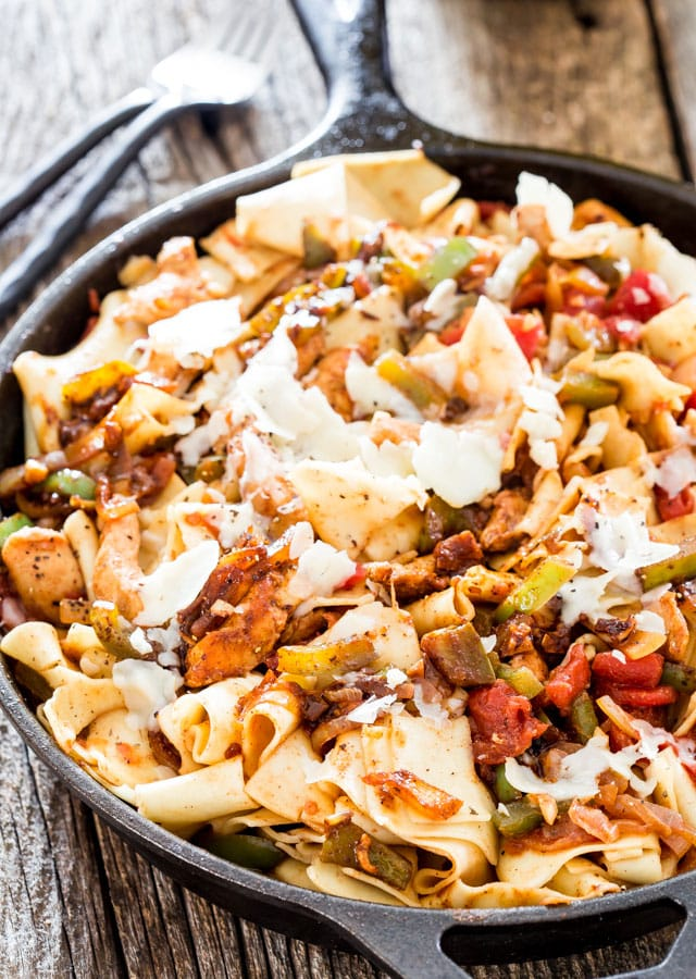 One Pot Chicken Fajitas with Pappardelle - in under 30 minutes you could have yourself a hearty and delicious dinner made with yummy chicken fajitas and pappardelle pasta.