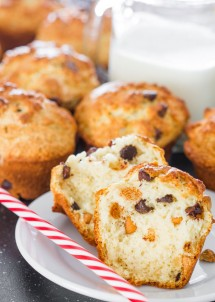 peanut-butter-and-chocolate-chip-muffins
