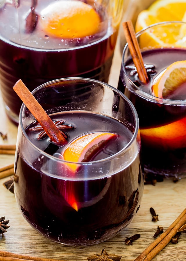 Mulled Wine - a simple mulled wine recipe that's sure to warm you during the holiday season! So if you're looking to party like it's 1899, nothing beats a good mulled wine.