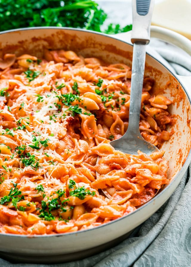 Easy vodka tomato cream sauce fettuccine
