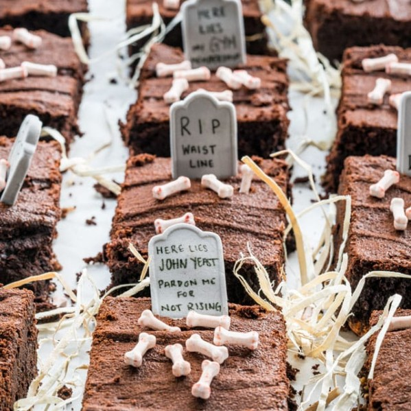 halloween brownies topped with decorative halloween candies