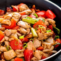 freshly made thai cashew chicken in a black plate.